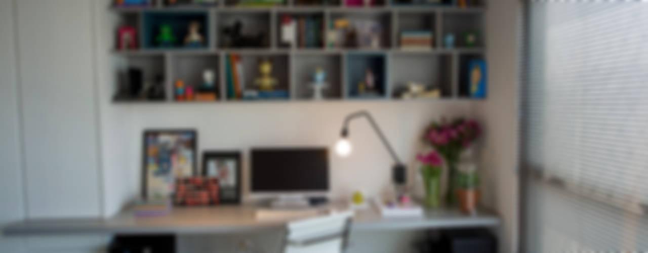 Projekty,  Domowe biuro i gabinet zaprojektowane przez Casa 2 Arquitetos