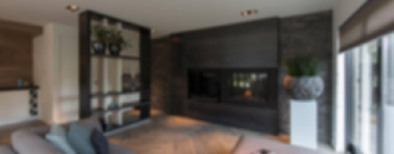 Tuin-Lounge:  Woonkamer door Medie Interieurarchitectuur,