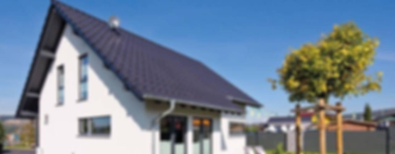 FingerHaus GmbH - Bauunternehmen in Frankenberg (Eder)의  조립식 주택, 모던