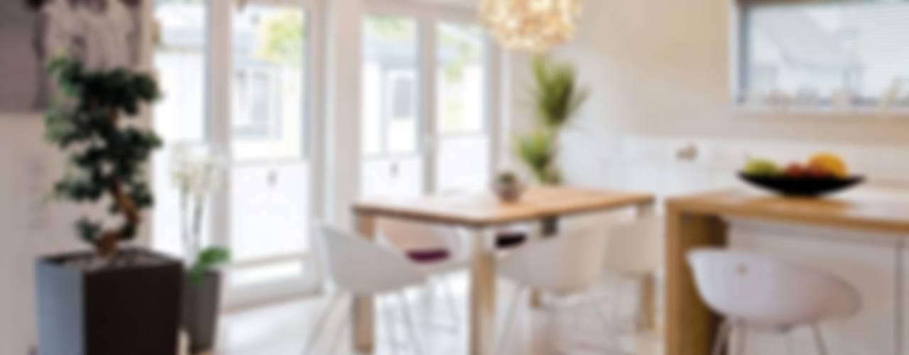 Modern dining room by FingerHaus GmbH - Bauunternehmen in Frankenberg (Eder) Modern