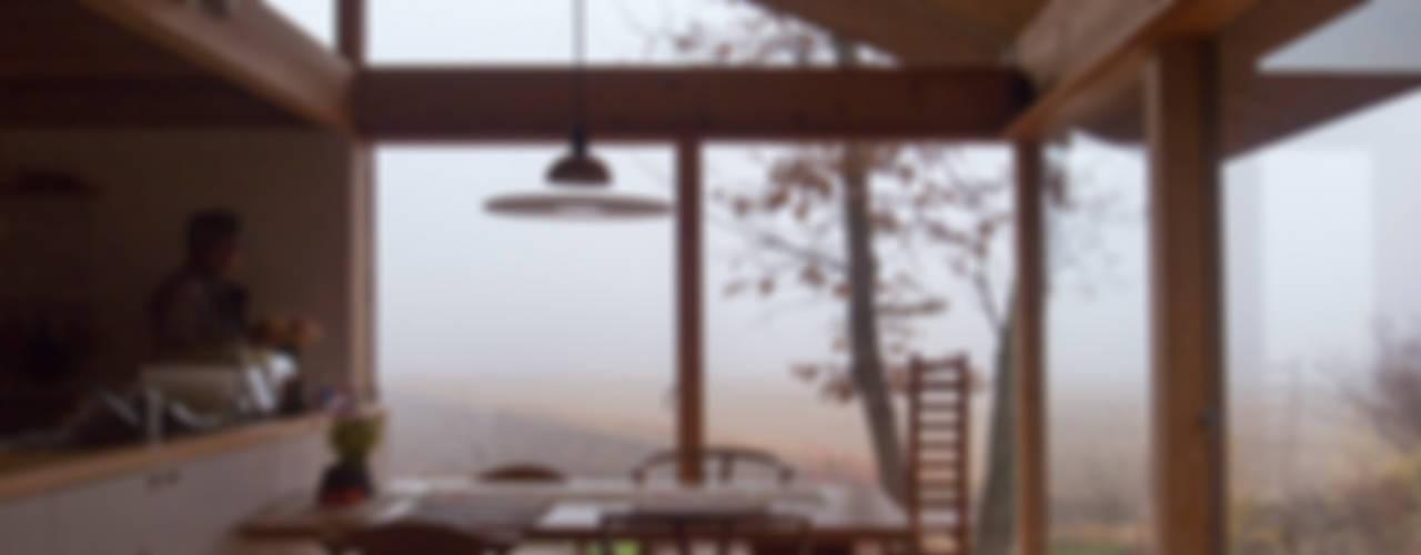 那須の週末住居: 松原正明建築設計室が手掛けたダイニングです。,モダン