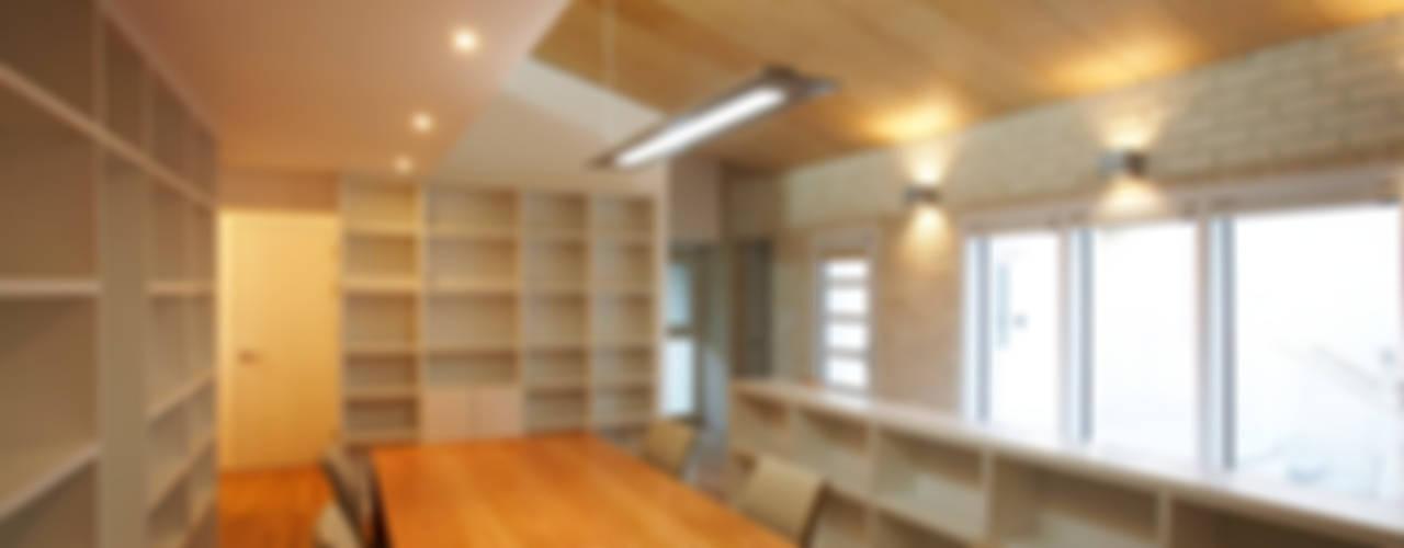 Living room by (주)건축사사무소 아뜰리에십칠, Modern