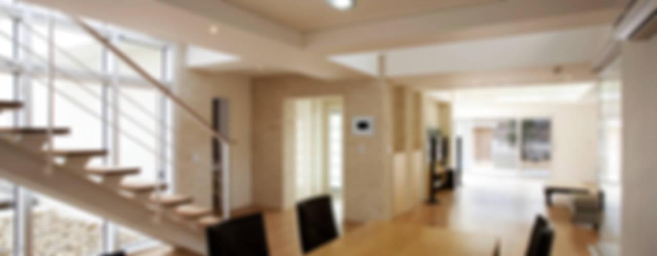 Salas de estilo  por (주)건축사사무소 아뜰리에십칠, Moderno