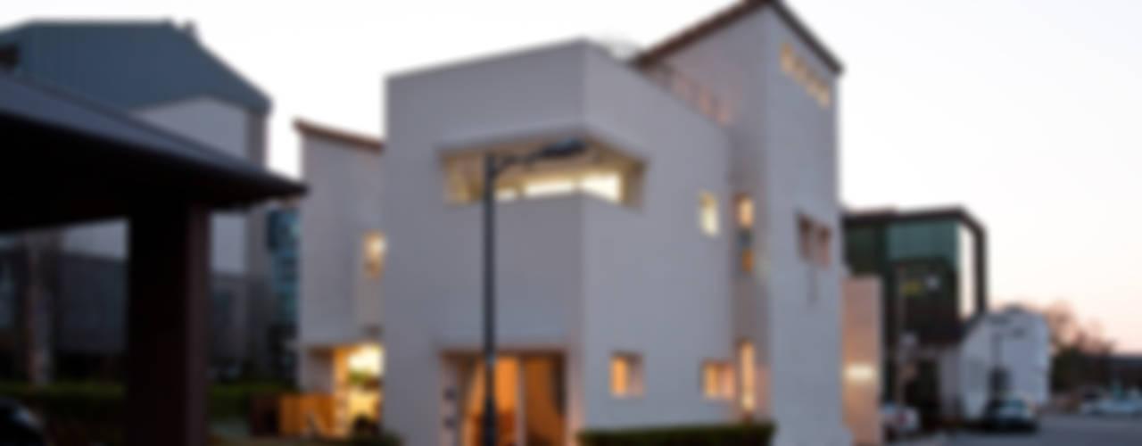 Maisons de style  par (주)건축사사무소 아뜰리에십칠,