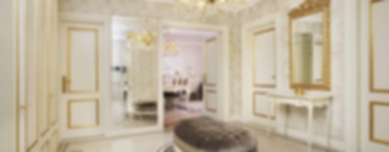 """ЖК """"Золотые ключи"""" Коридор, прихожая и лестница в классическом стиле от Tina Gurevich Классический"""