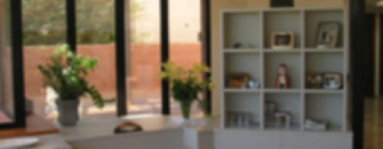 Salas / recibidores de estilo  por muebles apa, Moderno