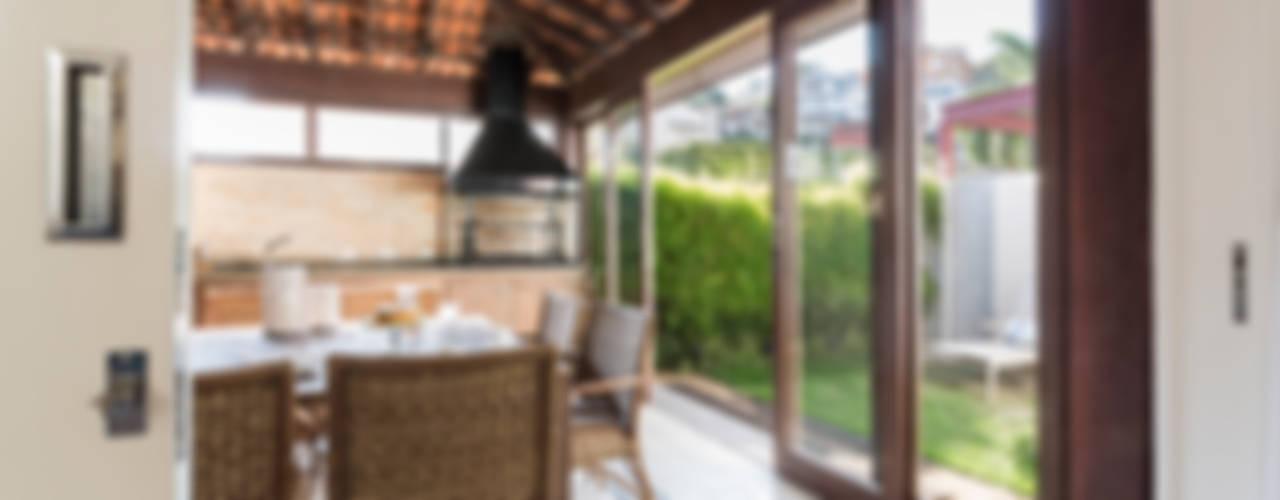 Balcone, Veranda & Terrazza in stile rustico di Boutique Arquitetura Rustico