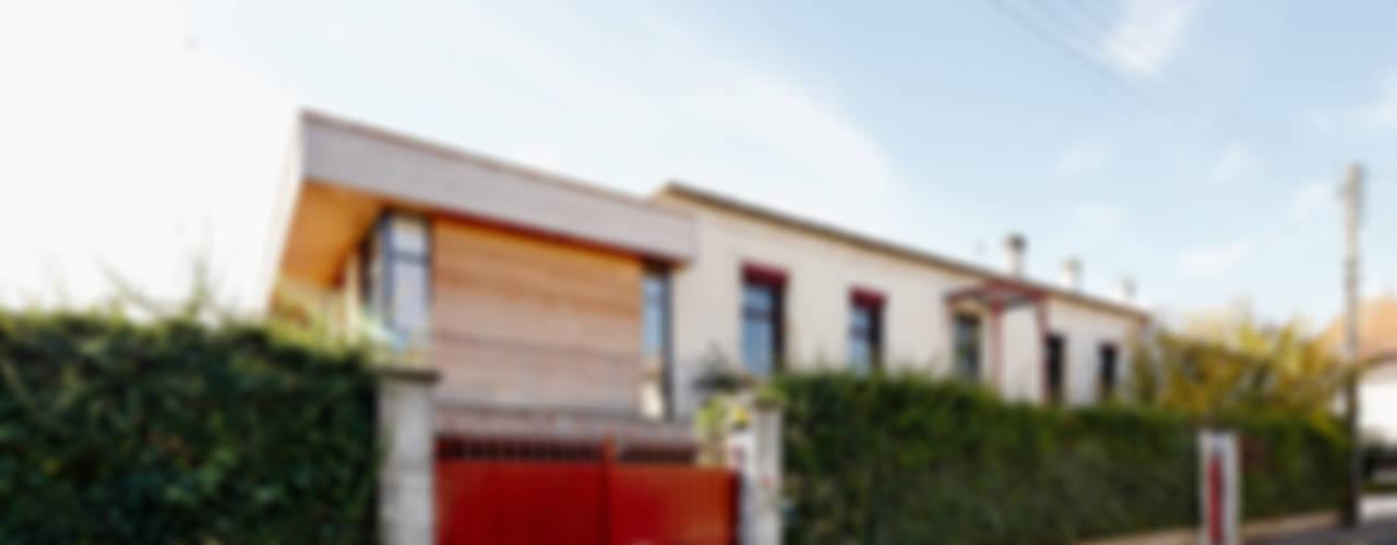 Casas de estilo moderno de Cendrine Deville Jacquot, Architecte DPLG, A²B2D Moderno