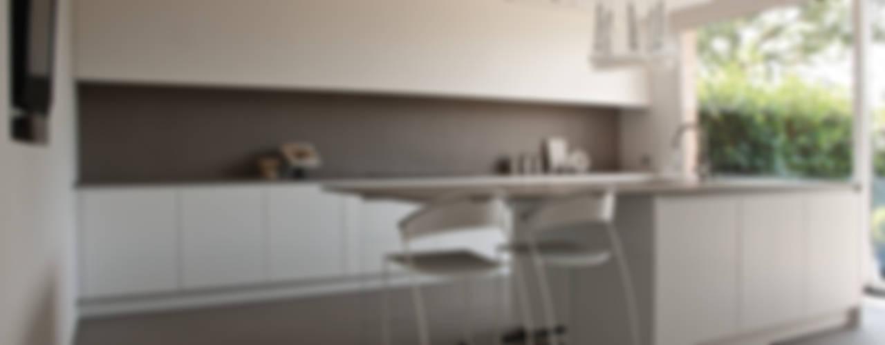 Abitazione SC Cucina moderna di INSIDESIGN STUDIOSTORE - MELMAN GROUP SRL Moderno