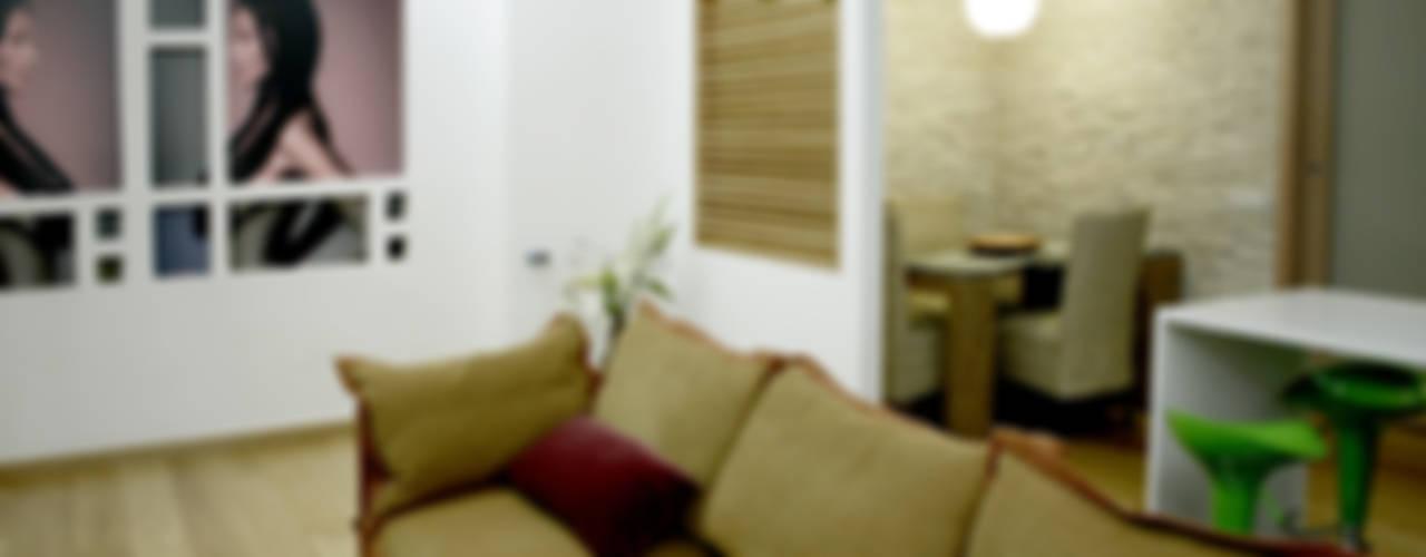 Appartamento 80 mq Soggiorno moderno di MedomStudio Moderno