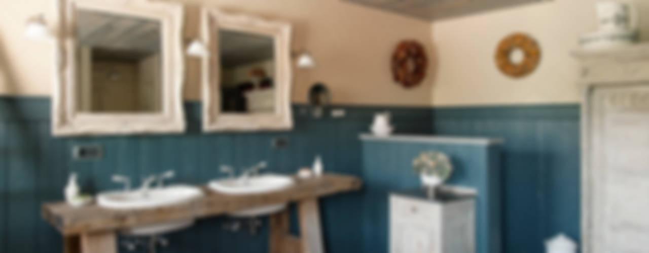 Landelijke badkamer met steigerhout van Taps&Baths Rustiek & Brocante
