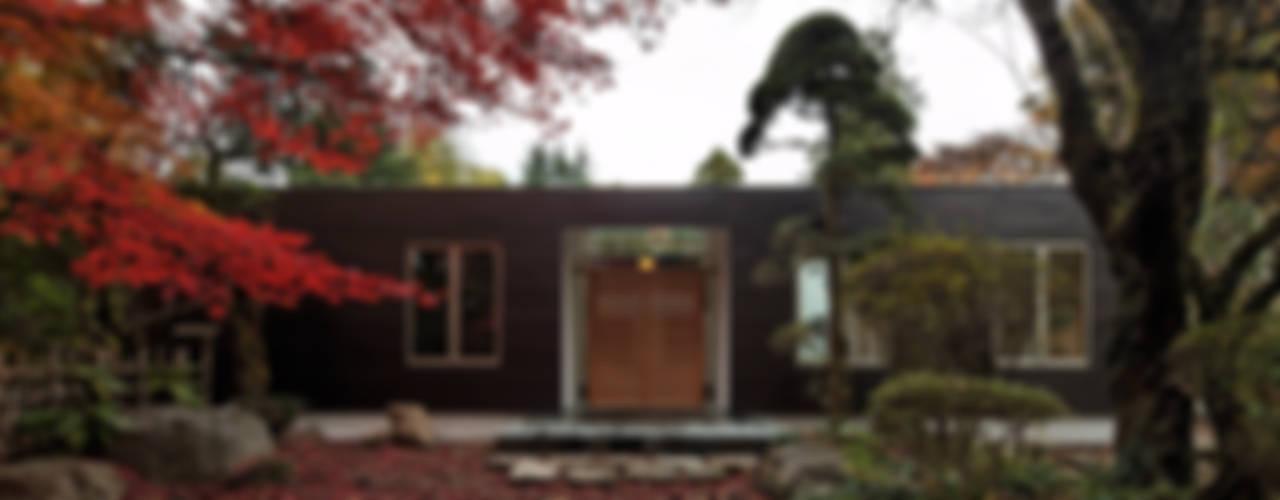 Casas de estilo  por 清正崇建築設計スタジオ