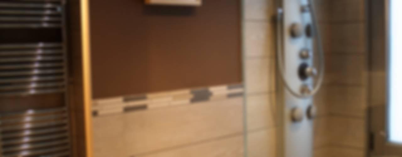 Reforma de vivienda en C/ Licenciado Poza, Bilbao Baños de estilo moderno de Lidera domÉstica Moderno