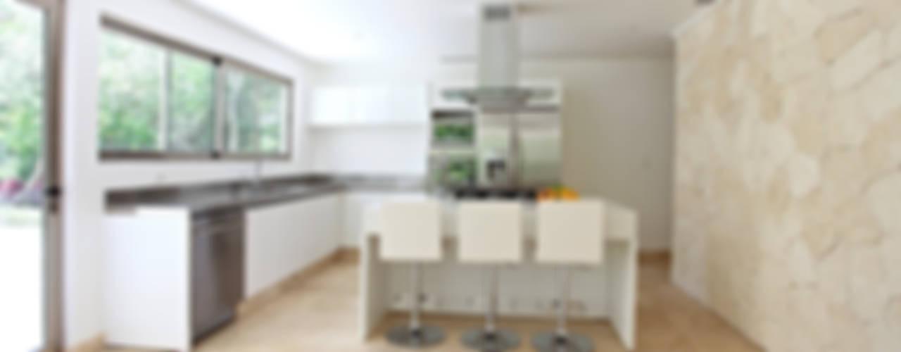 Modern Kitchen by Enrique Cabrera Arquitecto Modern