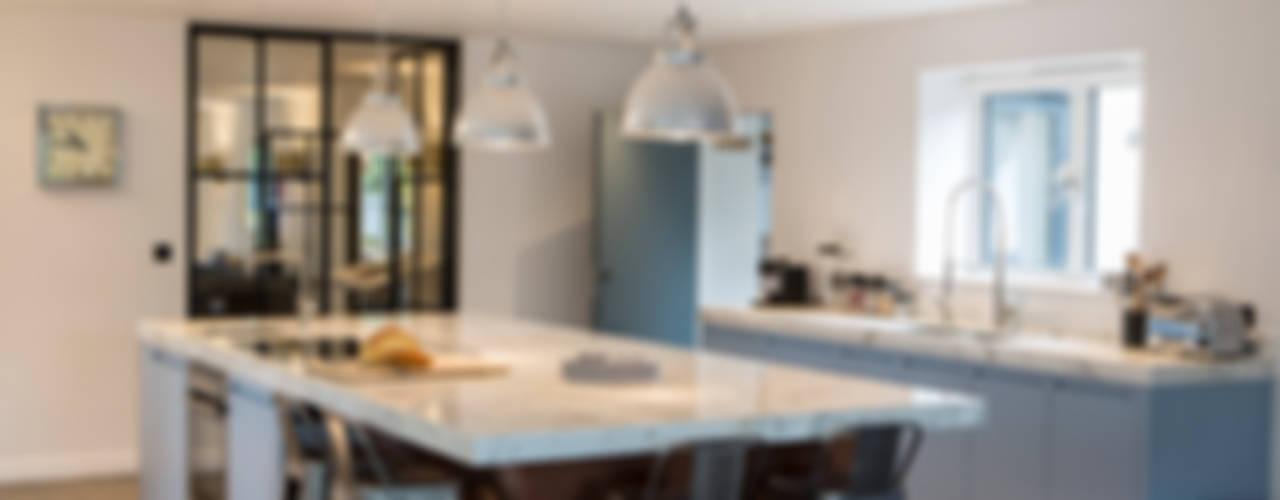 Private Residence, Surrey Cucina moderna di Nice Brew Interior Design Moderno