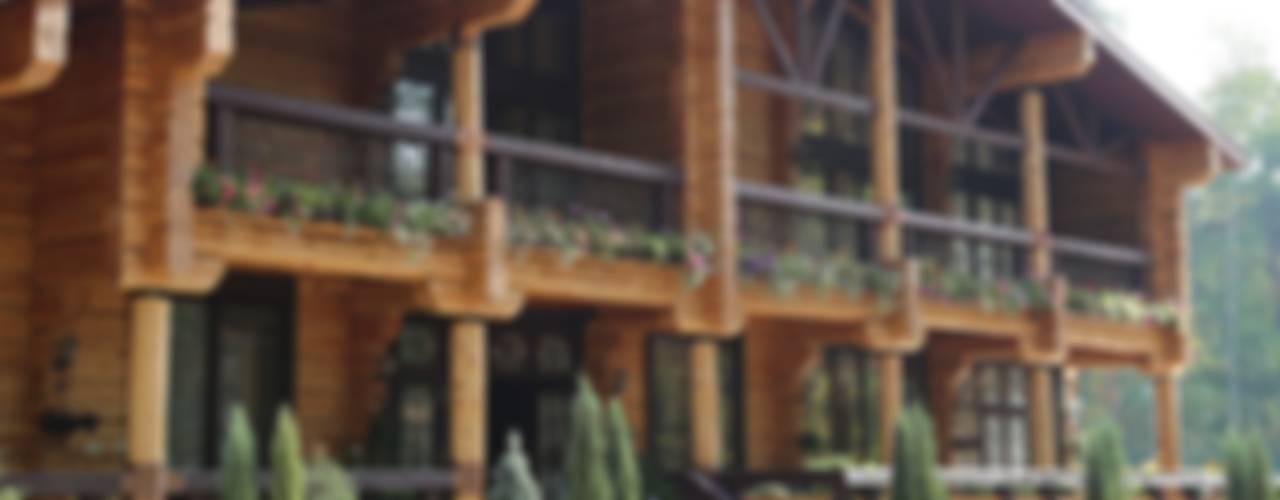 ОЗДОРОВИТЕЛЬНЫЙ КОМПЛЕКС В ПОДМОСКОВЬЕ Дома в рустикальном стиле от OwnHome Рустикальный