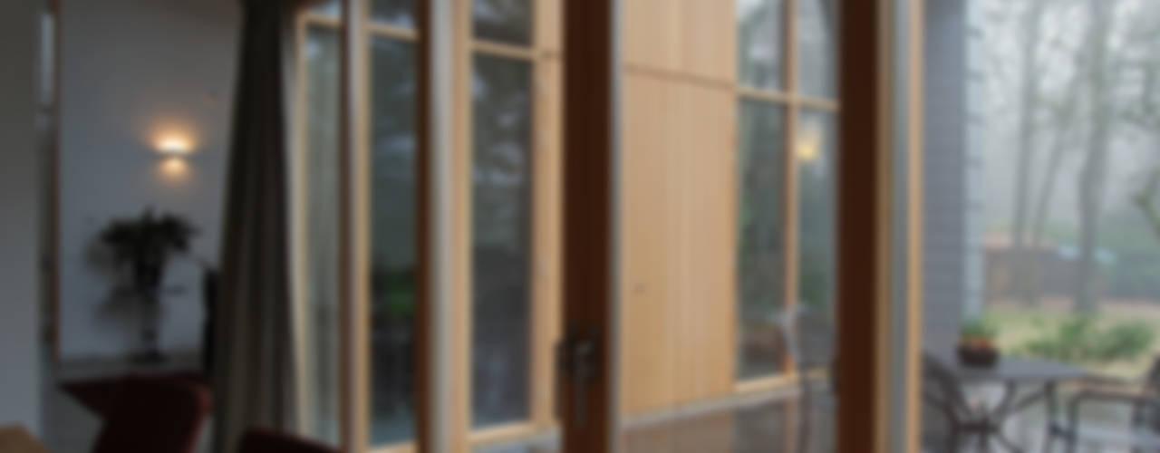 Balcones y terrazas de estilo moderno de Thijssen Verheijden Architecture & Management Moderno