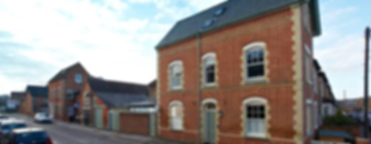 Victorian Townhouse Casas de estilo clásico de Etons of Bath Clásico