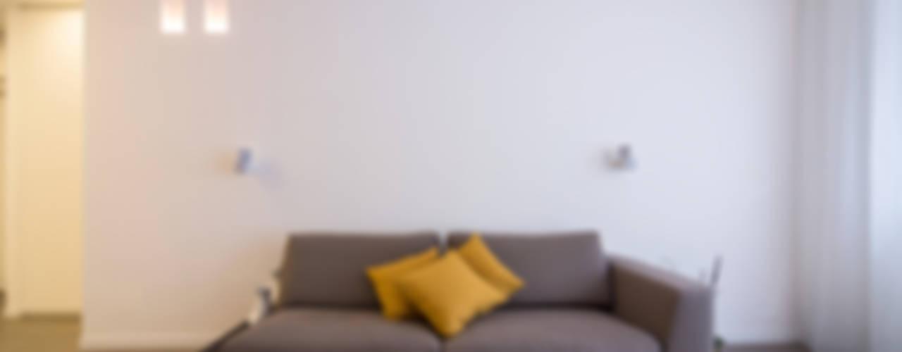 Radiant White Soggiorno minimalista di ristrutturami Minimalista