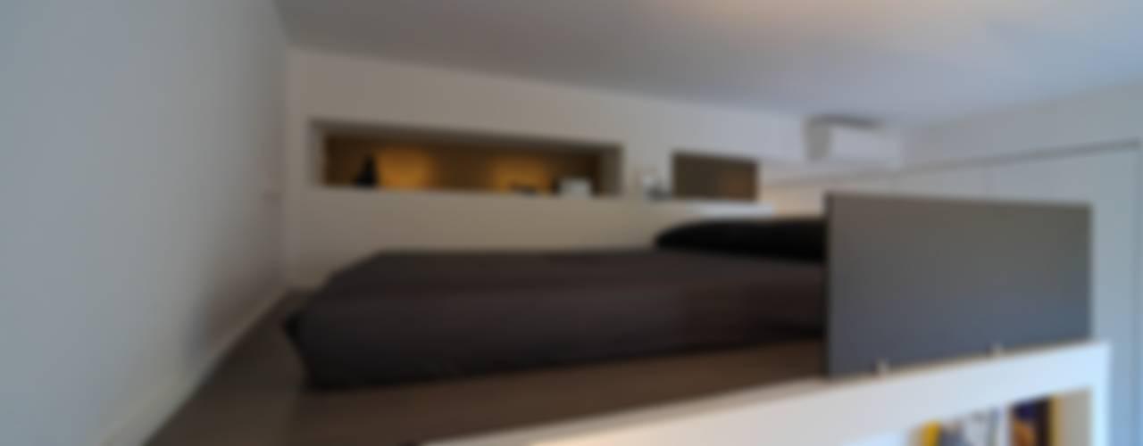 scomparire a Milano: Camera da letto in stile in stile Minimalista di ristrutturami