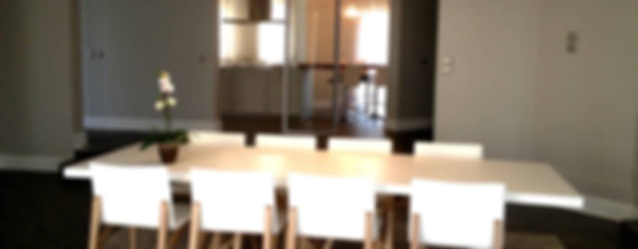 Résidence secondaire 300m² Salle à manger moderne par LADD Moderne