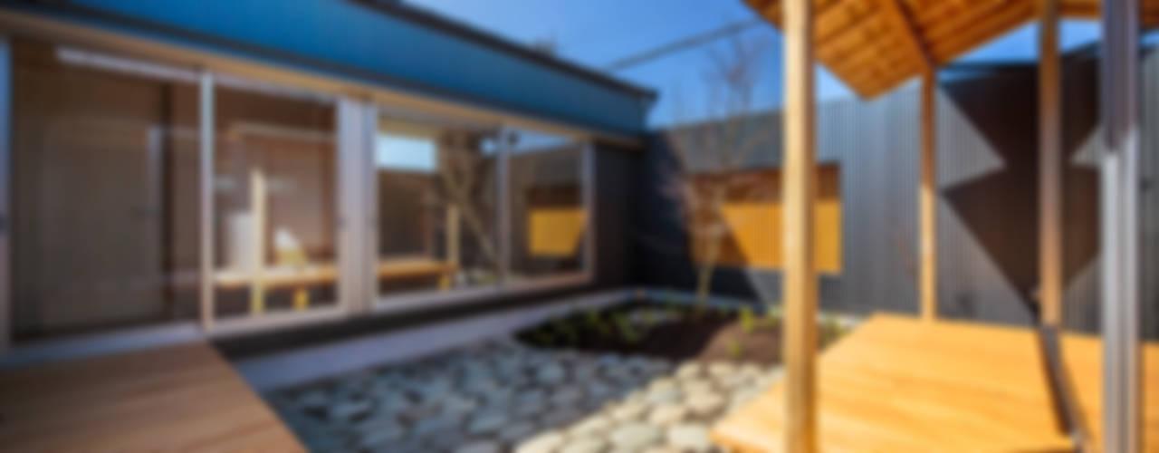 Jardines eclécticos de 梶浦博昭環境建築設計事務所 Ecléctico