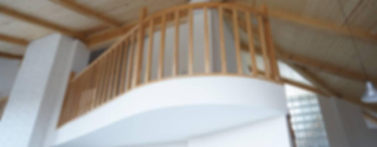 Частный жилой дом в пос. Узигонты. Ленинградская область. Коридор, прихожая и лестница в скандинавском стиле от Архитектурная Артель Скандинавский