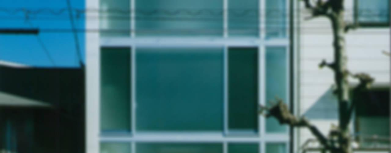 ガラス階段の家 モダンな 家 の 原 空間工作所 HARA Urban Space Factory モダン