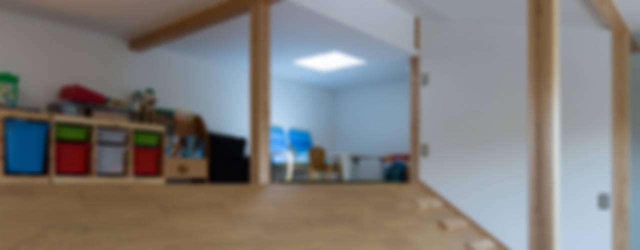 横浜の二世帯住宅 モダンデザインの 子供部屋 の 一級建築士事務所 感共ラボの森 モダン