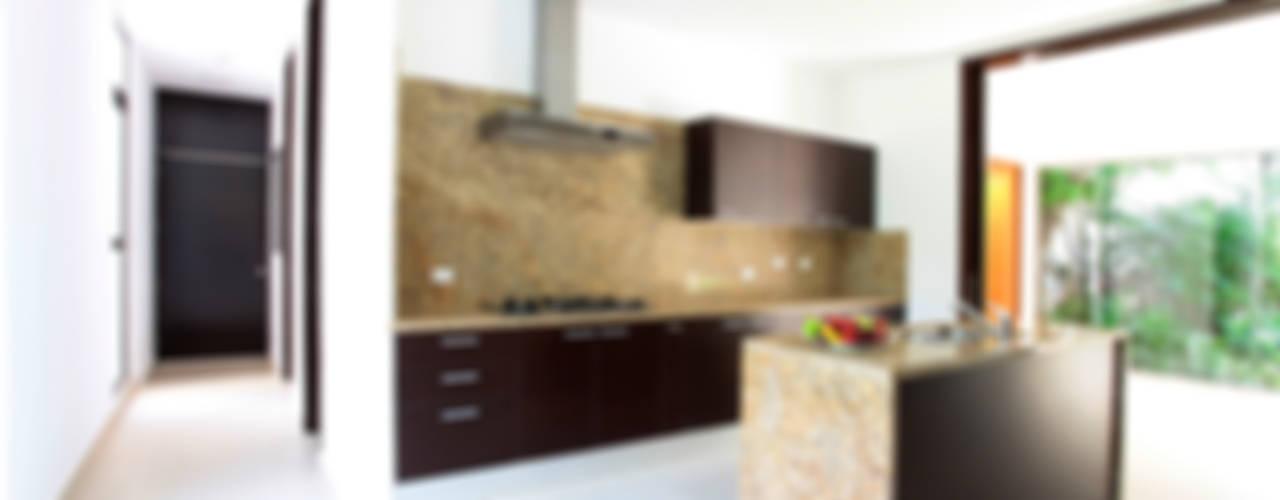 現代廚房設計點子、靈感&圖片 根據 Enrique Cabrera Arquitecto 現代風