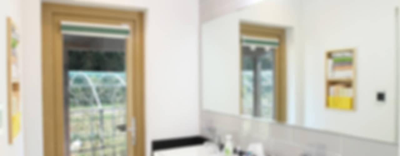 따로또 같이, 한지붕 두가족 통영주택 모던스타일 욕실 by 주택설계전문 디자인그룹 홈스타일토토 모던