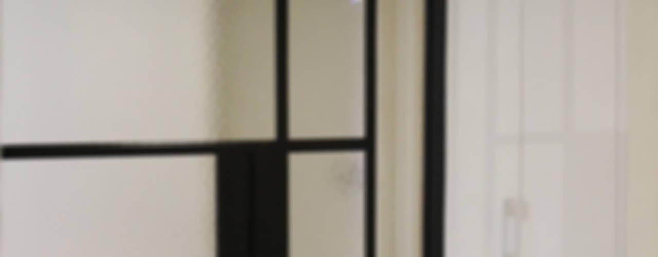 Couloir et hall d'entrée de style  par homify,
