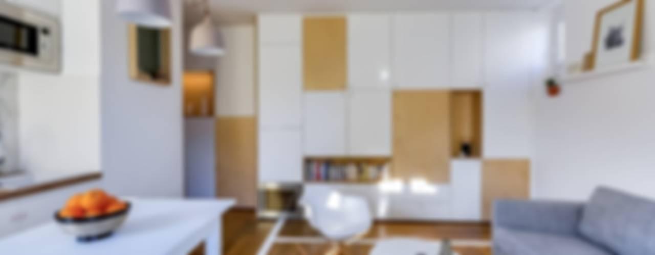 现代客厅設計點子、靈感 & 圖片 根據 Meero 現代風