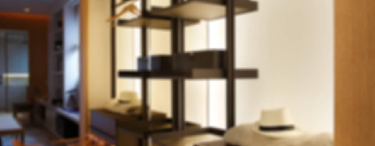 Vestidores y placares de estilo  por BC Arquitetos