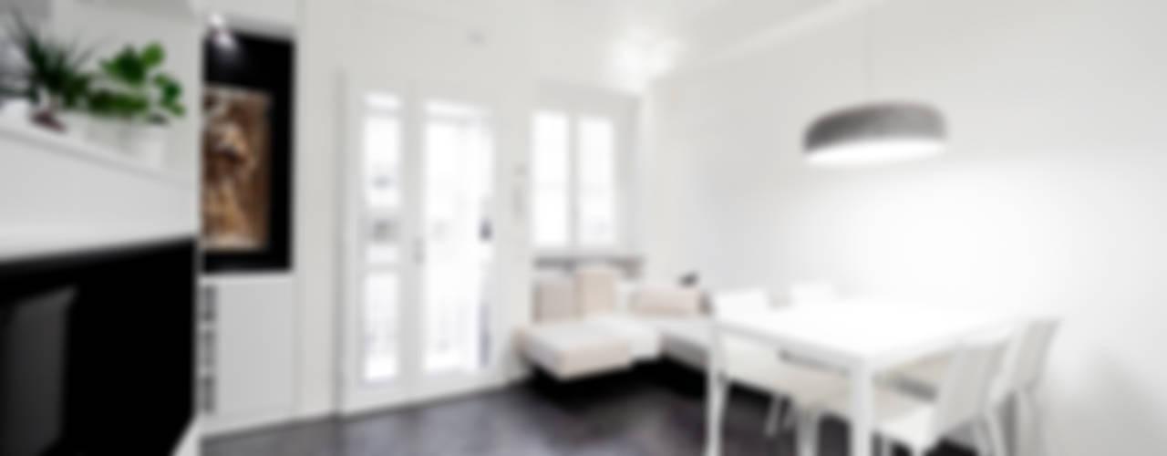 Salones minimalistas de 23bassi studio di architettura Minimalista