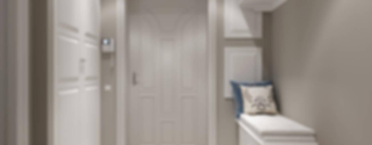 Ленинская Слобода, Москва: Коридор и прихожая в . Автор – Massimos / cтудия дизайна интерьера, Классический