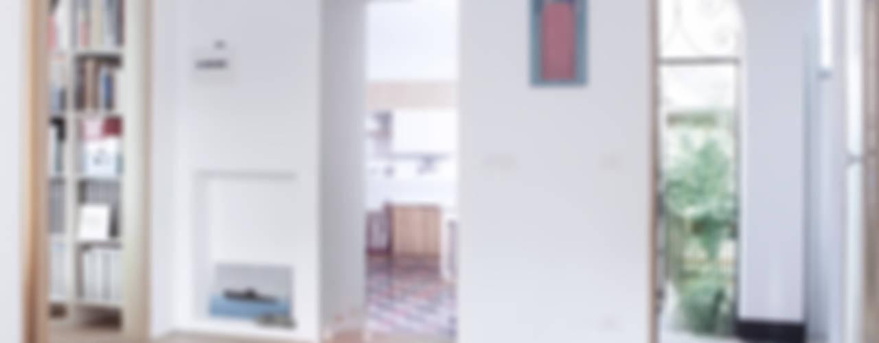 Casa EMILIA Ingresso, Corridoio & Scale in stile classico di Giovanna Cavalli Architetto Classico