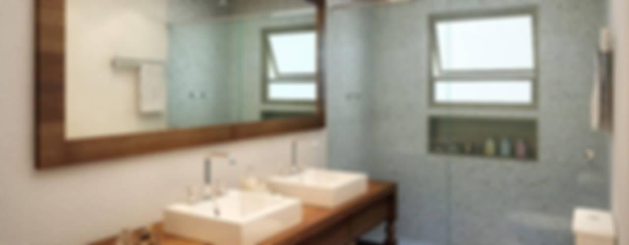 Baños modernos de SESSO & DALANEZI Moderno
