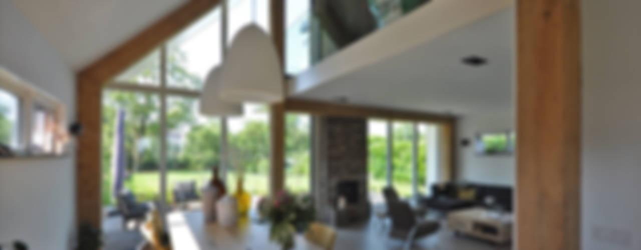 Schuurwoning:  Eetkamer door Bongers Architecten,