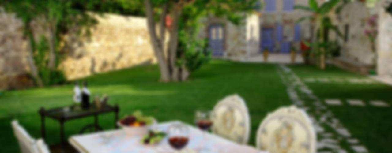 Back Garden Сад в классическом стиле от LOLA 38 Hotel Классический