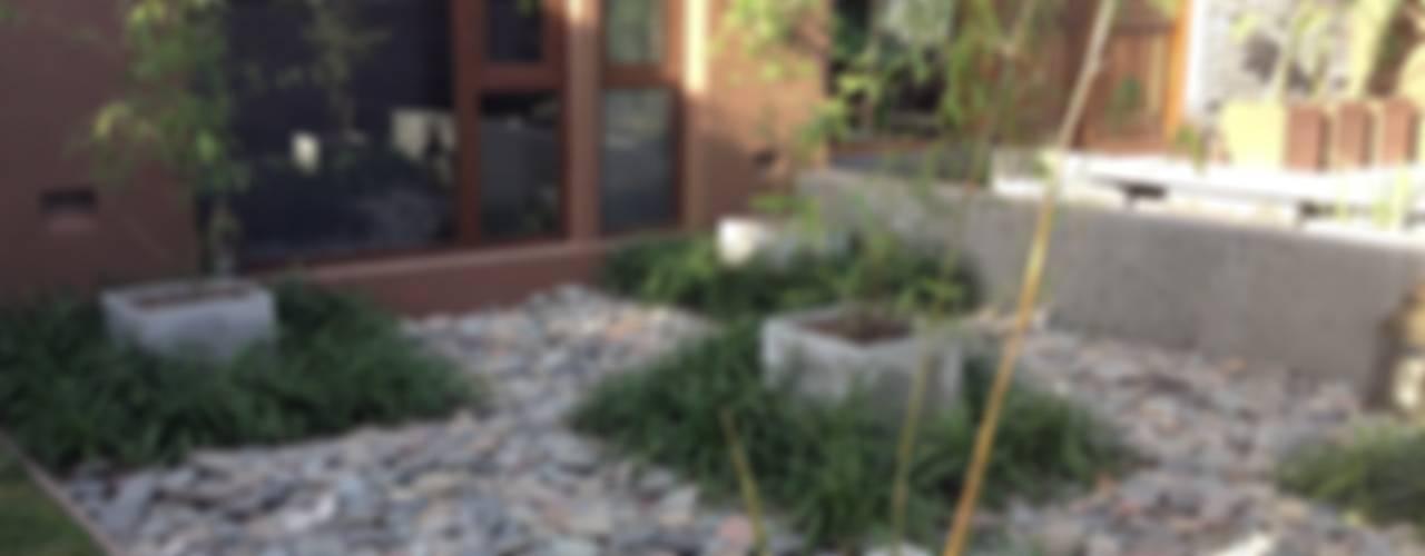 GARDENS: Jardines de estilo  por BAIRES GREEN