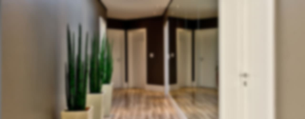 Pasillos, vestíbulos y escaleras de estilo moderno de Espaço do Traço arquitetura Moderno