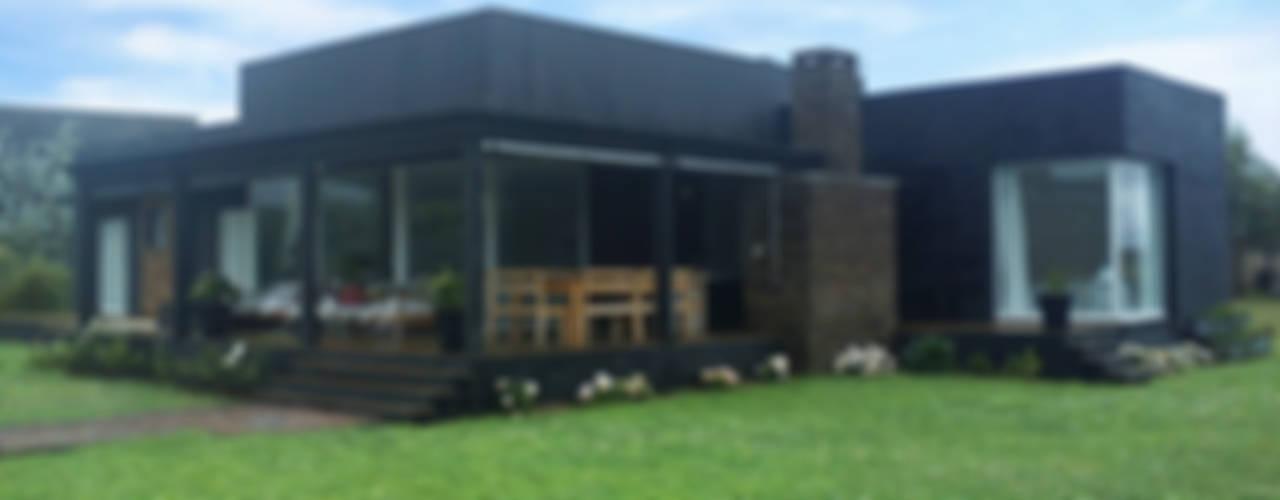 Casa en el Delta: Casas prefabricadas de estilo  por 2424 ARQUITECTURA