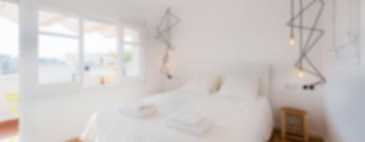 ATICO EN BLANES Dormitorios de estilo moderno de LF24 Arquitectura Interiorismo Moderno
