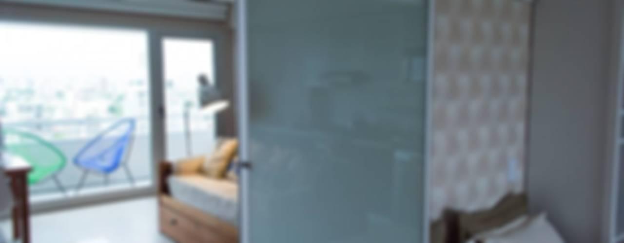 Optimización del espacio reducido. 44m2. Dormitorios modernos: Ideas, imágenes y decoración de MINBAI Moderno