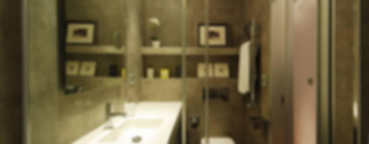 モダンスタイルの お風呂 の MADG Architect モダン