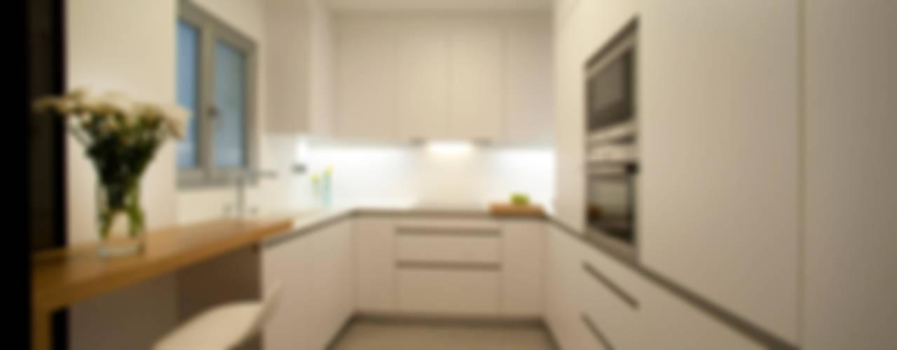 Kitchen by MADG Architect
