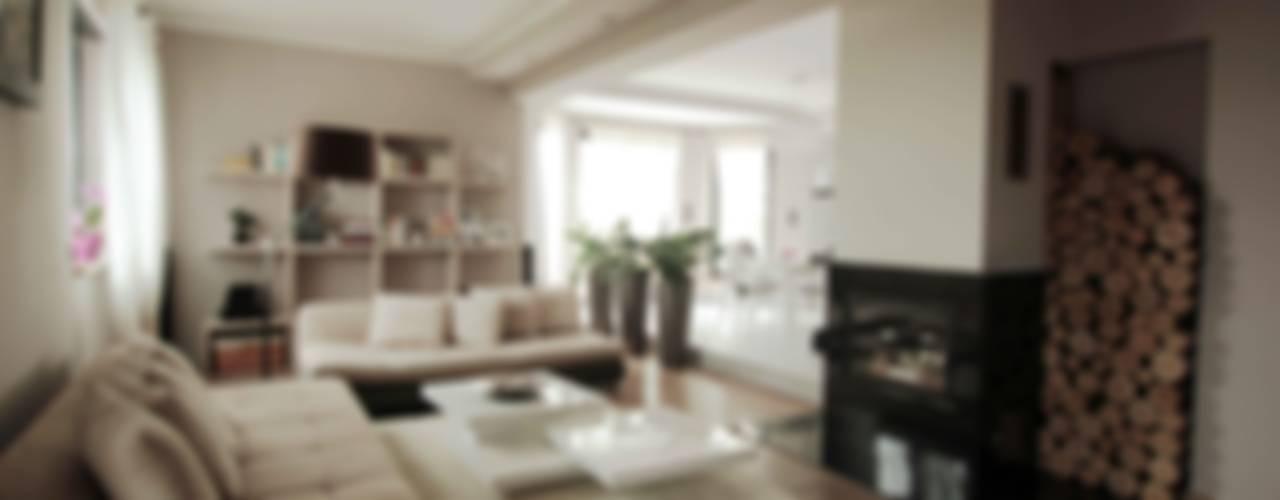 Dom: styl , w kategorii Salon zaprojektowany przez FAJNY PROJEKT,Eklektyczny