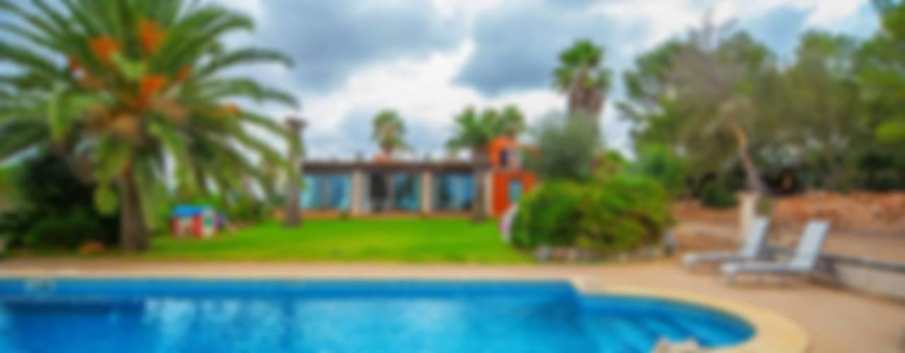 Villa S'Aranjassa Piscinas de estilo colonial de Lola Colonial