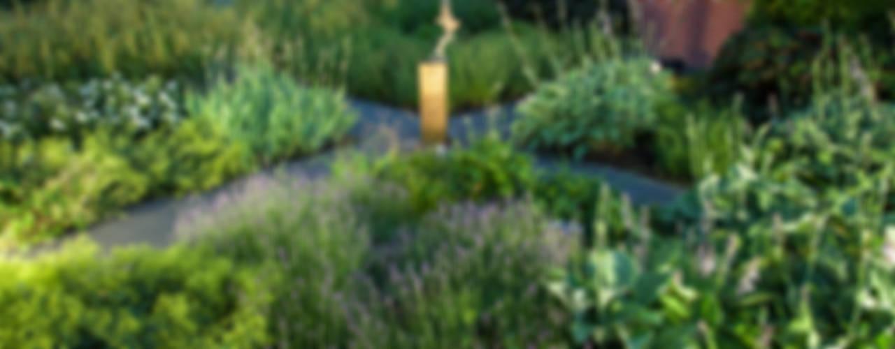 Moderne tuin in Emmeloord Rustieke tuinen van Gernell Hoveniers Rustiek & Brocante